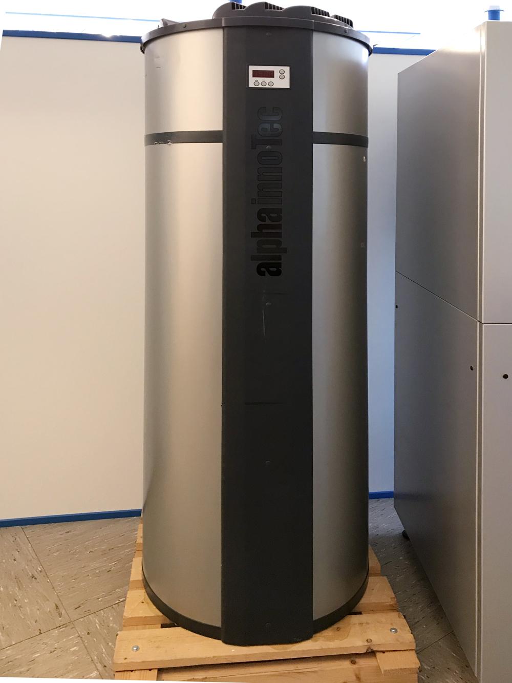 alpha innotec Brauchwasserwärmepumpe 303 S Abverkauf